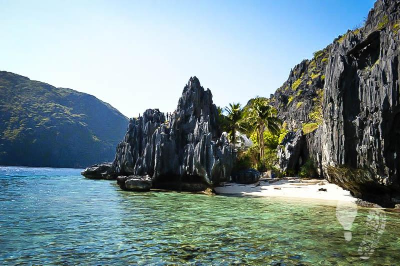 Picturesque rock formation in El Nido,  Palawan.
