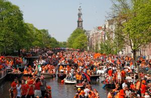Party boats during King's Day ( photo credit: iamsterdam)